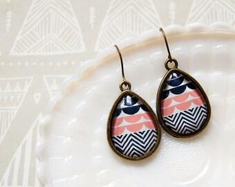 modern vintage teardrop patterned framed earrings- white pink and navy
