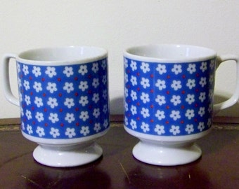 Vintage Nevco Floral Footed Mugs Cups Set of 2 Red White Blue Retro