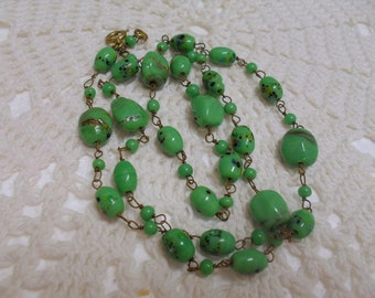 Vintage 1970s Green Glass Lampwork Beaded Necklace 22 inches