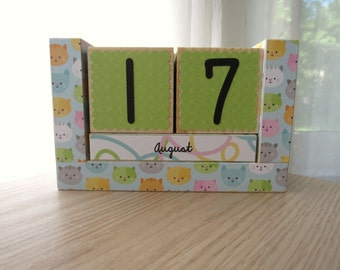 Perpetual Wooden Block Calendar - Colorful Cat Heads - Here Kitty Kitty