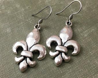 Fleur de Lis Earrings, Mardi Gras Dangle Earrings, Fleur de Lis Jewelry, New Orleans Jewelry, Drop Earrings, Silver Earrings