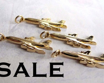 Gold Plated Airplane Charms (4X) (V445) SALE - 25% off