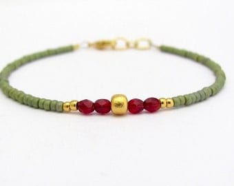 Green Friendship Bracelet, Friendship Bracelet, Beaded Bracelet, Seed Bead Bracelet, Green Bracelet, Holiday Gift, Gift for Her, Stacking