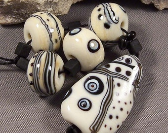 Handmade Lampwork Bead Set by Monaslampwork - Zentangle Focal and Rounds - Fine Stringer, Layered Dots Handmade Lampwork by Mona Sullivan