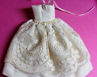 Ivory Lace Strapless Halter Blythe Doll Dress