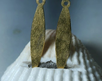 Hand hammered matte finish gold plated drop dangle size 26x5mm, 2 pcs (item ID XW02498GP)