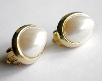 Pearl Cabochon Earring, Clip On Earring, Vintage Jewelry, Ladies Jewelry