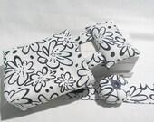 Thread Catcher - Craft Caddy & Wrist Pin Cushion Gift set - Black and White Daisy Print