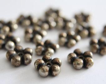 Vintage metallic flower daisy beads . 13mm (16)
