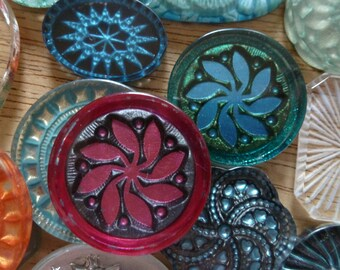 2 Vintage Flower Molded Cameos 26mm C40