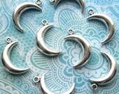 Silver Crescent Moon Pendants - Set of 8 - 18mm Small Antique Silver Moon Pendants (SC0105)