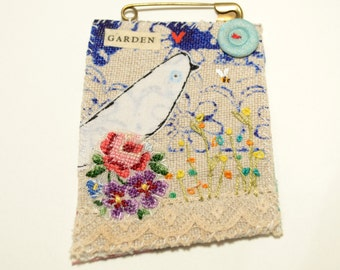 BROOCH or Pin - OOAK - hand stitched  appliqué - hand embroidery - Bird
