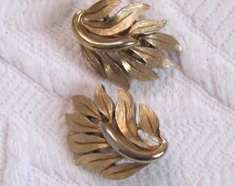 leaf shaped earrings . trifari earrings . trifari . leaf earrings