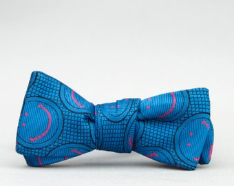 smiley face bow tie //  self tie bow tie  //  unisex bow tie  //  royal blue bow tie