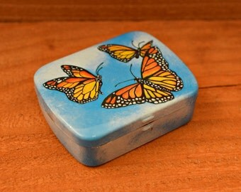 Vintage Hinged Decorative Tin Pill Box, Collectible Vintage Pill Box,1pc