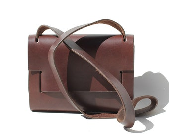 Luxury Crafted Thick Brown Leather Minimal Interlocking Cross-body Bag