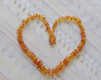 Vintage Baltic Amber Necklace / Graduated Size Amber Beads / 1970s Vintage Hand Knotted Necklace / Gift Under 50 / CLEARANCE