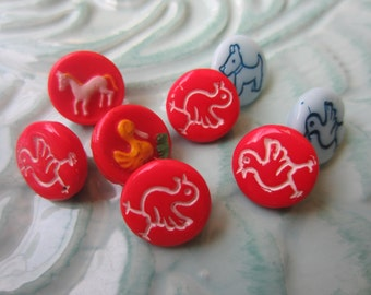 Vintage Buttons -  beautiful lot of 8 assorted small animal hand painted, Czechoslovakia very old, (sept 387)