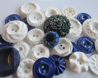 Vintage Buttons - Cottage chic mix navy blue and white lot of 26, old and sweet (jan 218b)