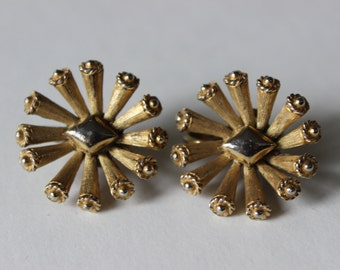 Trifari Gold Tone Vintage Earrings Starburst Flower Pattern Vintage Women's Jewelry Antique Earrings Vintage Signed Jewelry Signed Trifari