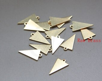 50pcs Raw Brass Triangle Charm - Geometry - 15.7x9mm (3079C-M-323)