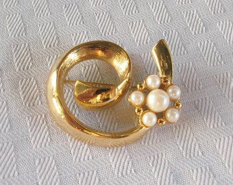 1960s Vintage Gold Tone Swirl with Faux Pearls Brooch