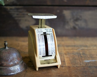 Vintage Pelouze Mail Scale from 1963 Marbled Plastic and Metal Construction Petite Size Office Decor