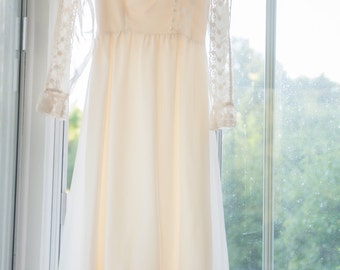 Vintage Dress  - Amazing Ivory Lace Bridesmaid Party Ruffles