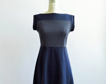 Stripes boat neck dress in navy