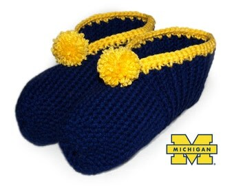 Sports Team Slippers, CUSTOM COLORS, Crocheted Slippers, Adult Slippers, Crochet Mens Slipper, Crochet Ladies Slipper, Your Choice of Colors