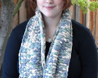 SPECIAL SALE : Hand-knit scarf in camouflage colors