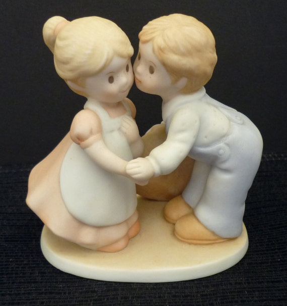 Homco Circle Of Friends First Kiss Figurine Vintage 1991 Home