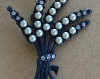 Pretty Vintage Faux Pearl, Rhinestone, Black Metal Fern Brooch, Pin, (AO15)