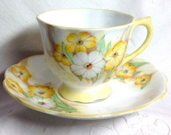 Royal Albert Petunia Teacup Crown China - Tea Cup & Saucer - Summer Yellow and White Flowers - Bone China - England - Retro Traditional