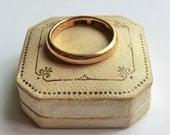 Vintage 18K Gold Band Comfort Fit Size 6.5 Warm Gold Color Nice Band