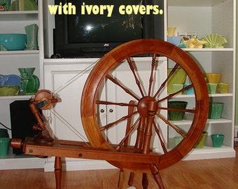 LENDRUM DT  Spinning wheel, Sheepskin Treadle cover