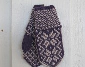Handknitted norwegian mittens for children in purple and beige