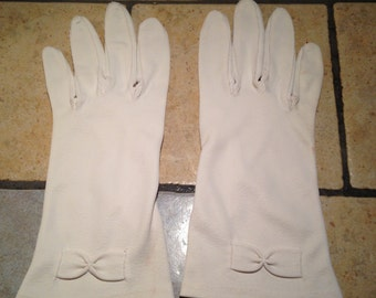 White Dressy Day Gloves with Bows
