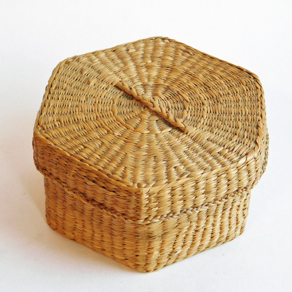 How To Weave A Sweetgrass Basket : Vintage hexagonal woven sweetgrass basket with lid rustic