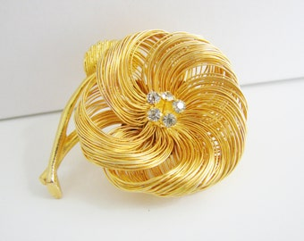 Vintage gold wire flower brooch with white rhinestones (G5)