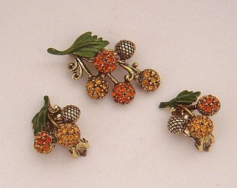 Vintage HOLLYCRAFT Acorn Pin and Earrings Rhinestones