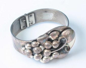 CIJ Sale Dimensional Grape Design Bracelet Hinged Clamper Silver Tone Vintage