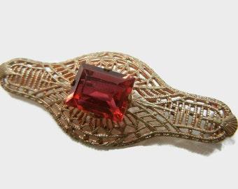 Filigree Brooch / Garnet colored stone in gold tone filigree / rhinestone / Art Deco / Emerald cut faux garnet / gold pin / brooch / Spring