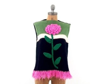 FLASH SALE vintage hand KNIT giant Pink flower sleeveless Fringe sweater M