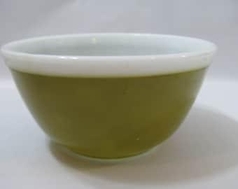 Vintage Pyrex Americana Avocado Green Mixing Bowl #402 1-1/2 Qt White Rim