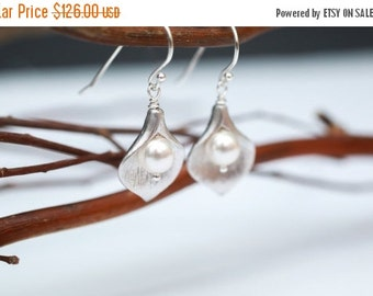 Bridesmaid Jewelry Set of 7 Small Silver Calla Lily and Pearl Earrings