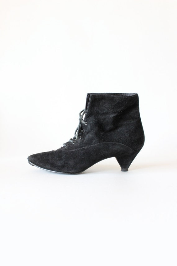 vintage black suede lace up kitten heel ankle boots size 6 5