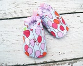 Classic Vegan Balloon Ride / All Fabric Soft Sole Baby Shoes / Made to Order / Babies Bunny Easter