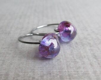 Small Grape Purple Earrings, Purple Lampwork Earrings, Purple Hoops, Small Wire Hoops, Handmade Wire Earrings, Oxidized Silver Hoop Earrings