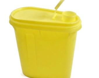 Vintage One Quart Yellow Tupperware Pitcher